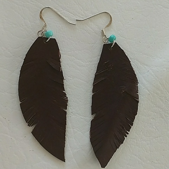 Jewelry - Boho leather feather earrings